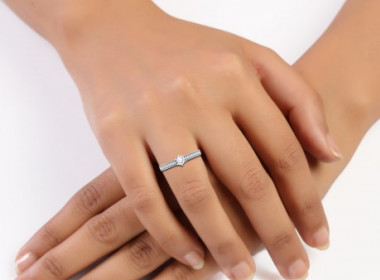 image of: Advantages to Buy Engagement Rings Online from Jewellery Stores